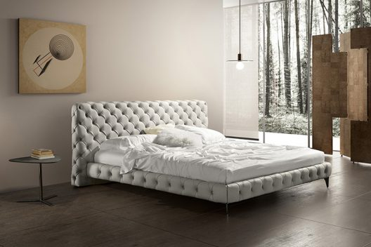 Aston bed by Gamma Arredamenti