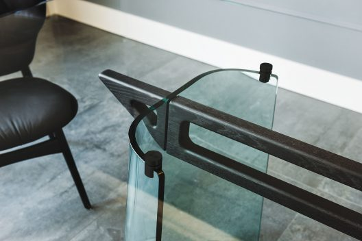 Klirr table designed by Emmanuele Zenere for Cattelan Italia